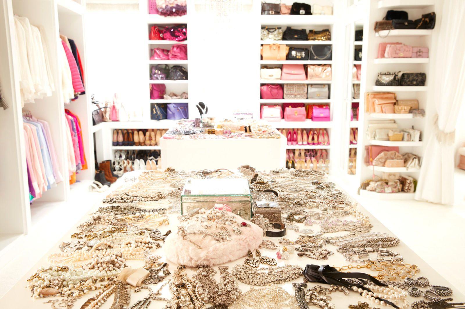 Beauty Vanity Lisa Vanderpump Gets Real Lisa Vanderpump House Lisa Vanderpump Lisa Vanderpump Closet