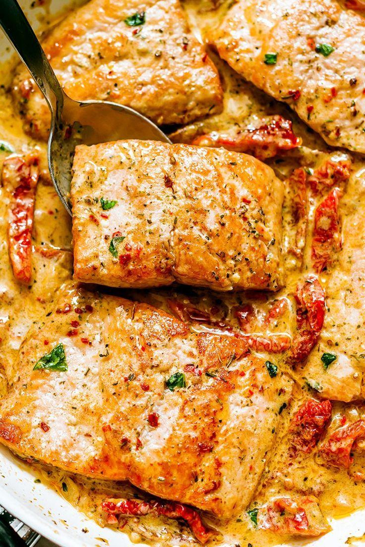 Photo of Rezept für Lachs in cremiger Sahnesauce mit Spinat getrockneten Tomaten und Kno…