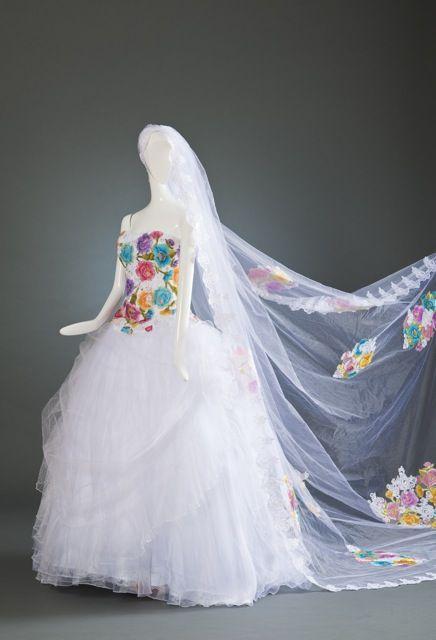 97467aa72f Vestido de novia con bordado chiapaneco
