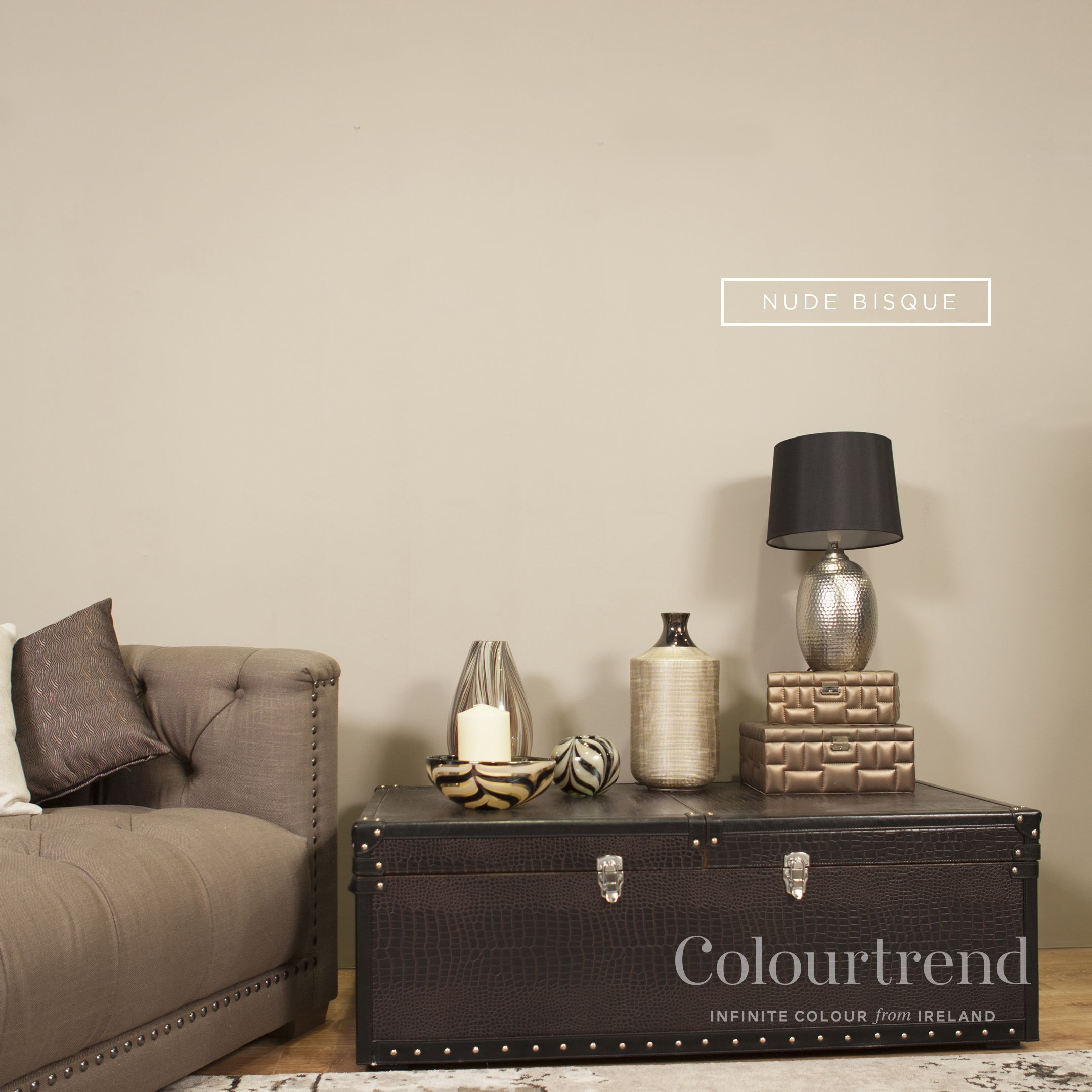 Colorful Minimal Room: Trending Paint Colors, Room