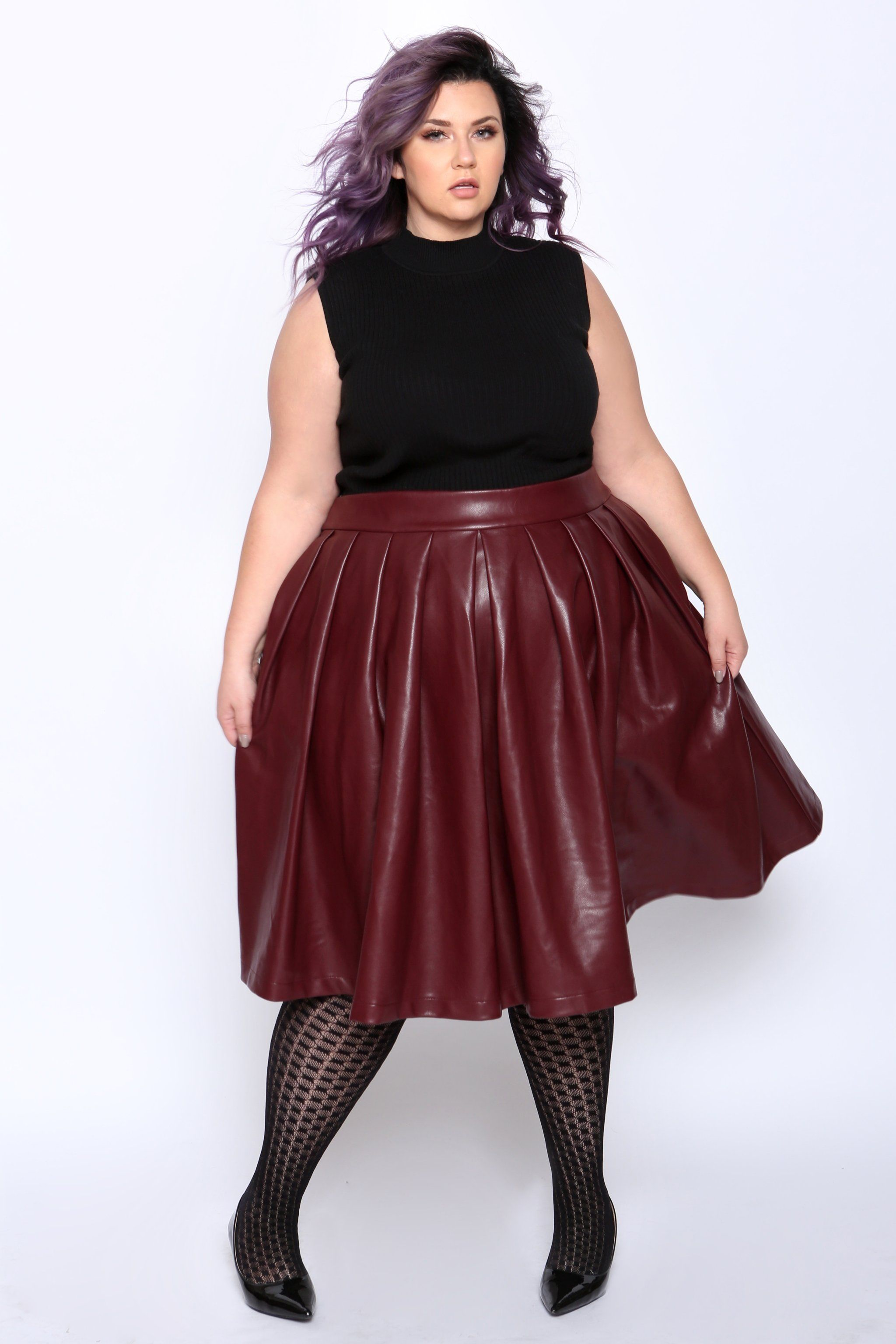 love this plus size outfit! faux leather skirt with casual ...