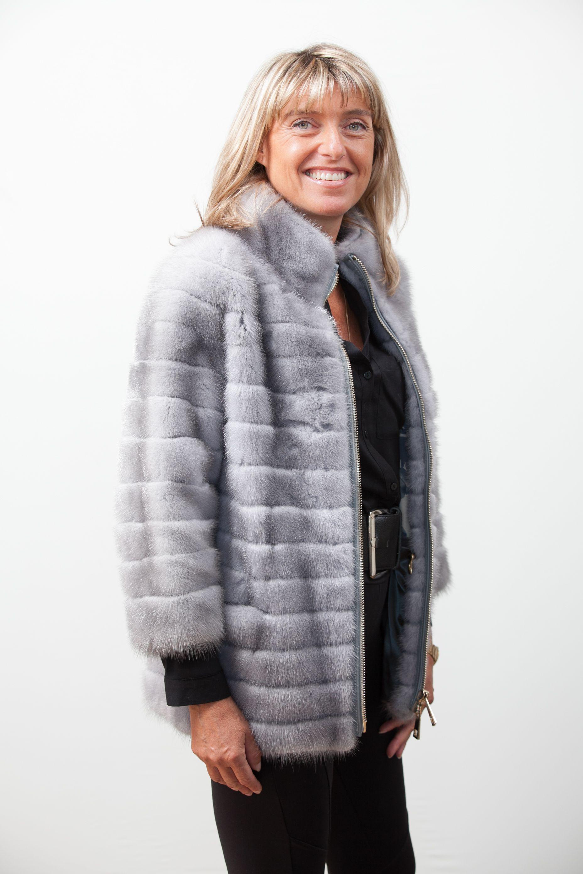 605aa39dbd Fourrure Privée est une boutique en ligne spécialisée dans les produits  haut de gamme en fourrure véritable. Manteau Fourrure, Fourrures, Vestes ...
