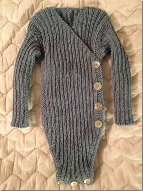 5cfe1675 Opskrift på slå-om body med lange ærmer | baby strik | Baby knitting ...