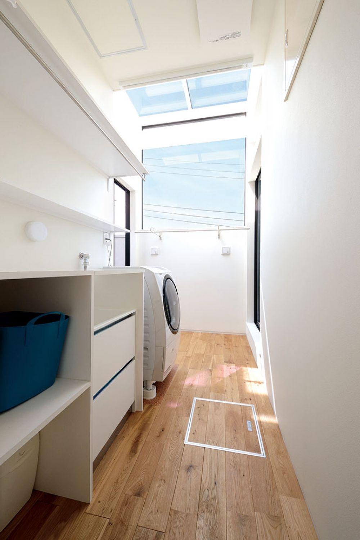 壁も天井もガラス張りで洗濯物がよく乾くランドリーコーナー 乾燥機能