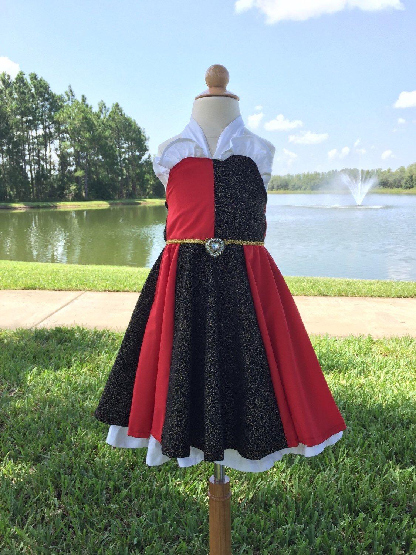 Reina de corazones había inspirado Vestido!!!!!! de PupsAndPrincesses en Etsy https://www.etsy.com/mx/listing/243169097/reina-de-corazones-habia-inspirado