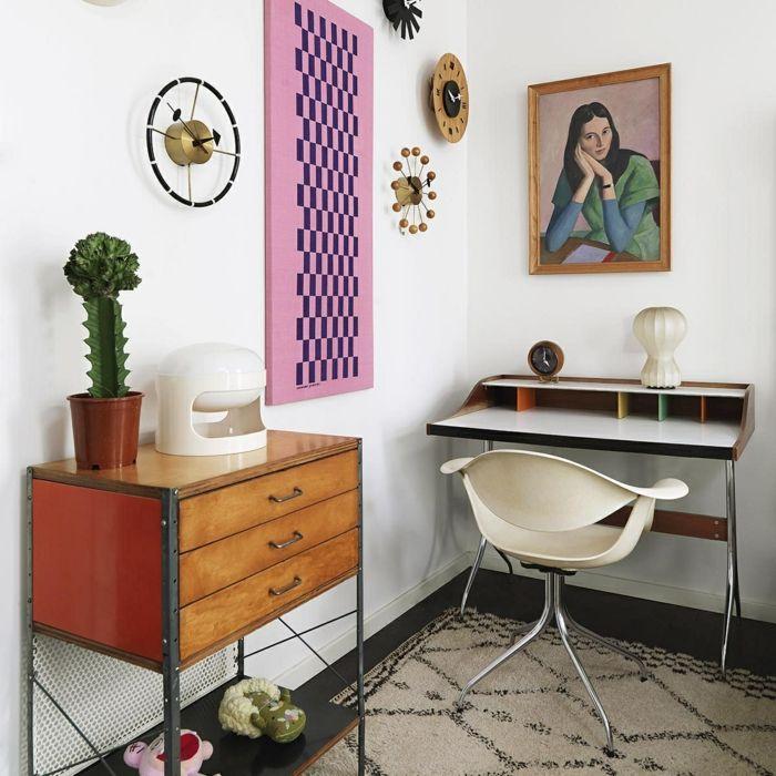 Schön Arbeitszimmer Einrichtungsideen, Vintage Möbel, Gemälde Und Uhren An Der  Wand, Großer Kaktus