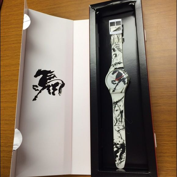 Swatch Watch Originals Year Of The Horse SUOZ169 Swatch Watch Originals Year Of The Horse SUOZ169   Brand new still in special holographic packaging with tags. A New Gents Swatch watch that depicts horses running.  Gorgeous black and white lines. Note picture where there is some tears to the inside box. Nothing is wrong with the watch!!!  Just wanted to show any issues    Case Material Plastic Strap Material Silicone Movement Quartz Water-resistance 3 bar Product Line Originals Product…