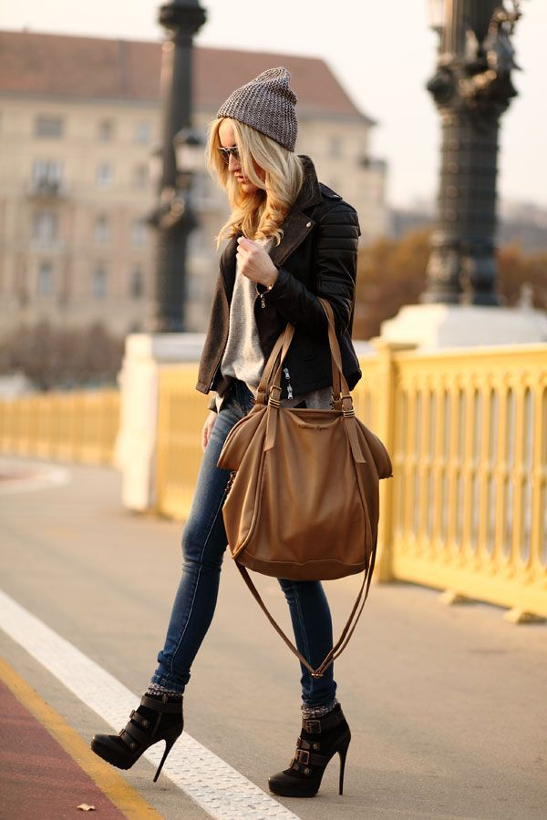 c4967eac9ed Fall Boyfriend Jeans with heel boots beanie oversized bag leather jacket