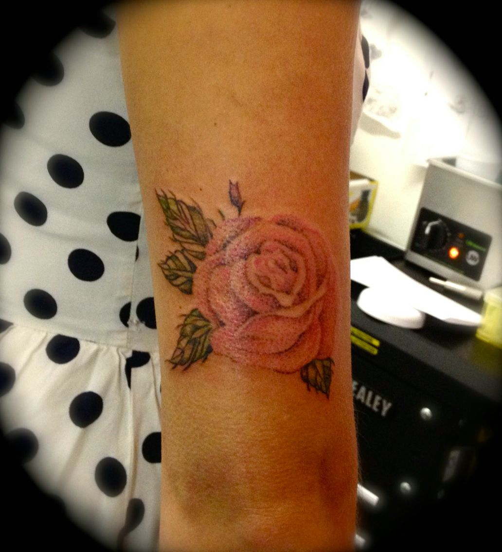 Love the dot work on the flower!