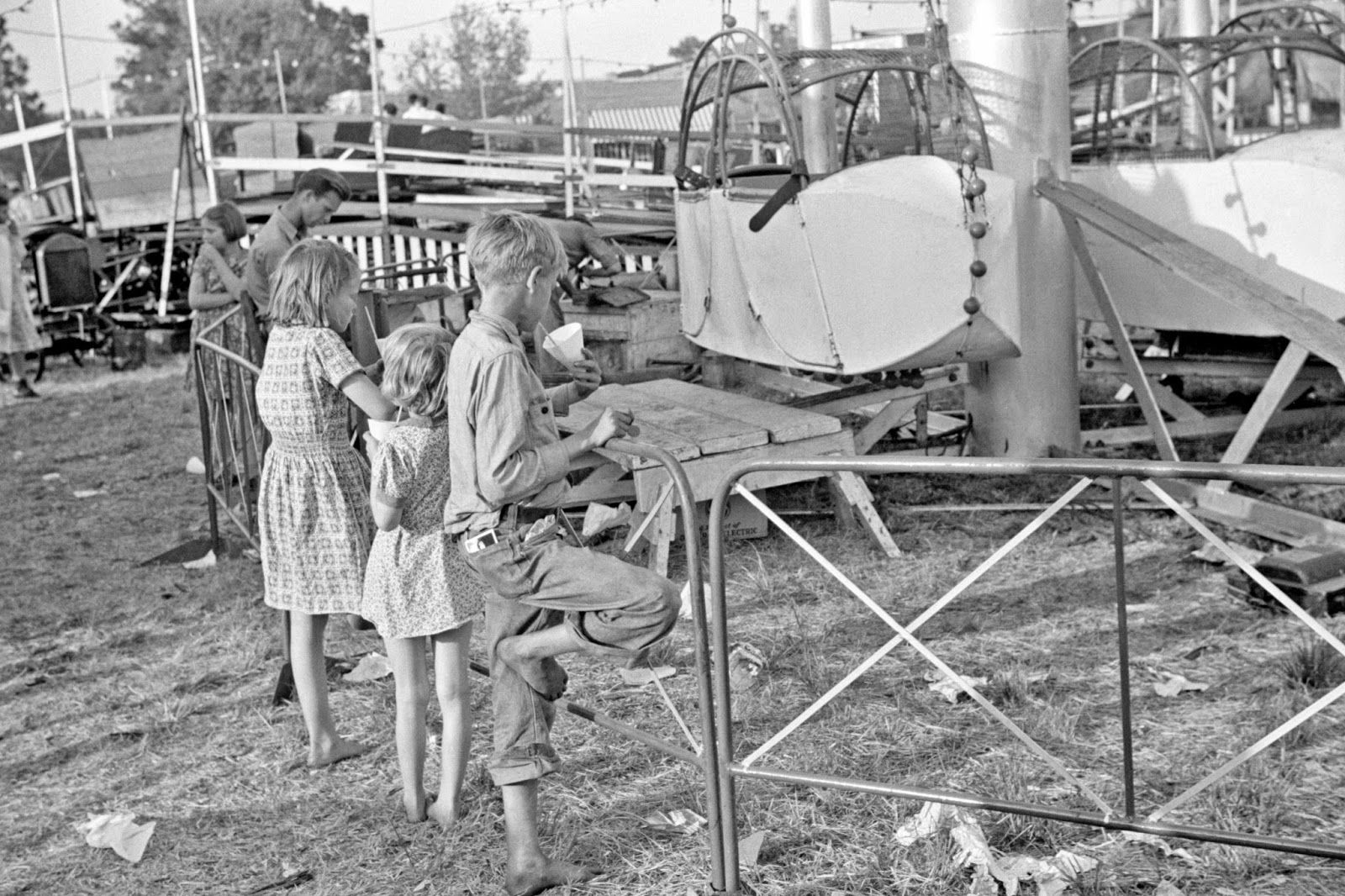 Plant City Florida Strawberry Festival And Carnival If You Look Closely At The Back Pants Pocket Of The Boy You Can Old Photos Florida State Fair Photo