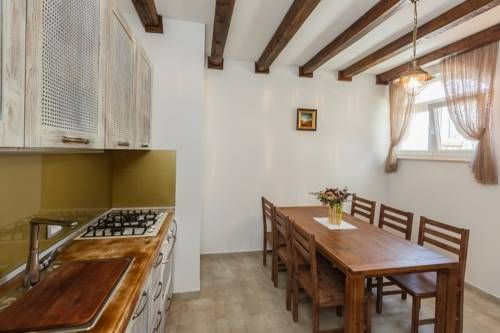 Villa Belvedere Primošten Primošten Villa Belvedere Primošten offers pet-friendly accommodation in Primošten, 41 km from Split. The property is 26 km from Trogir and free private parking is offered.  The holiday home is composed of 4 bedrooms and 3 bathrooms, equipped with a hair...