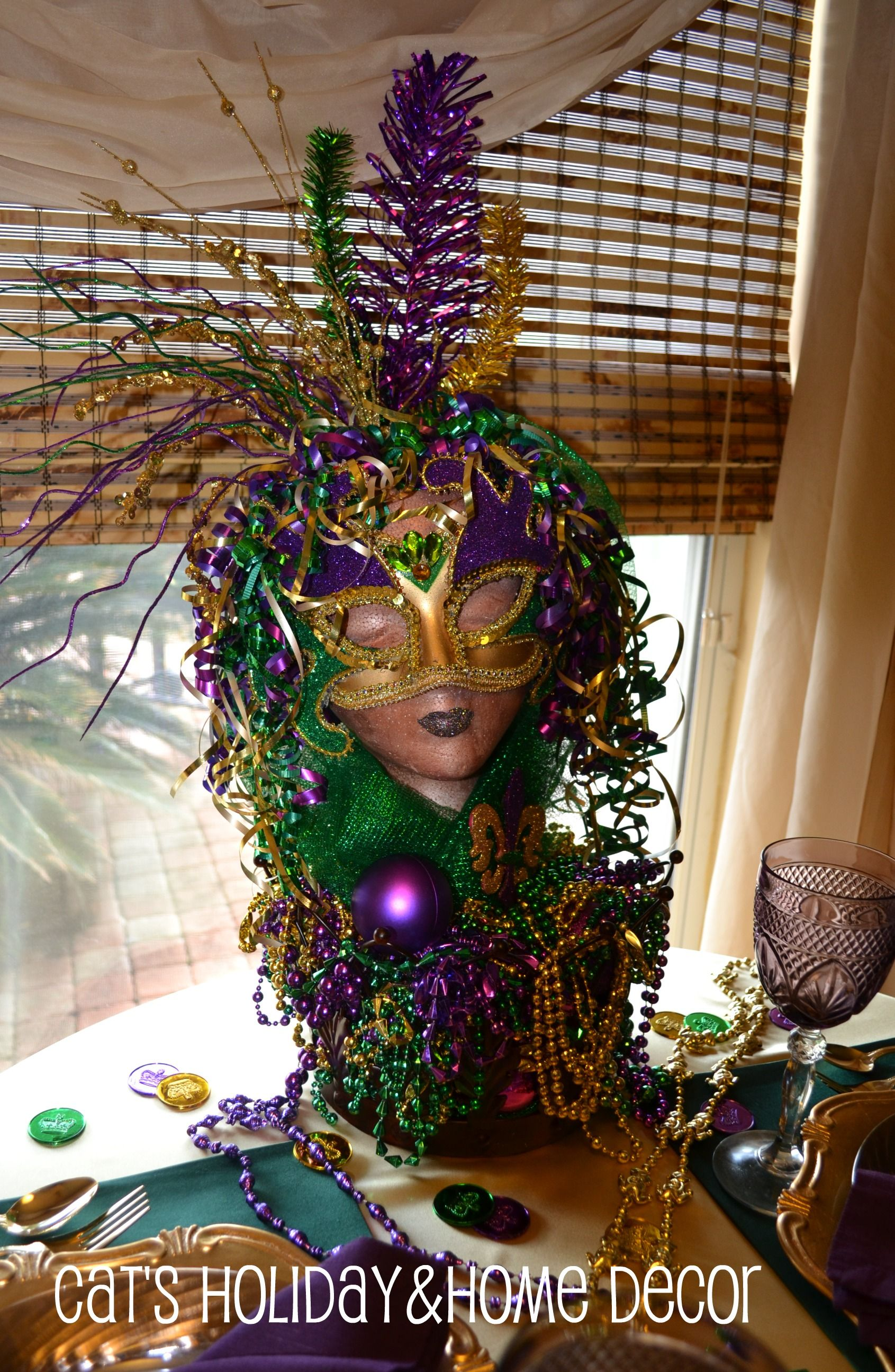 centerpiece for mardi gras table