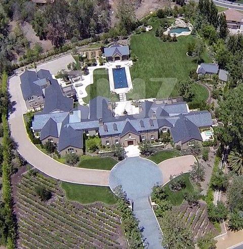 Kim Kanye S Hidden Hills Home Kim Kardashian And Kanye Celebrity Houses Kim And Kanye