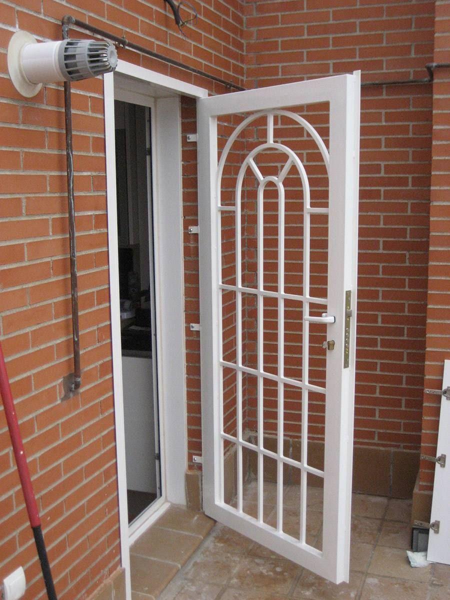 Rejas para puerta estilo ingl s nuestra casa en 2019 for Puertas corredizas metalicas