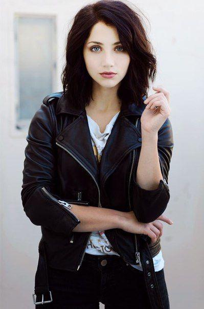(Emily Rudd) Black hair green eyes, Girl with green eyes