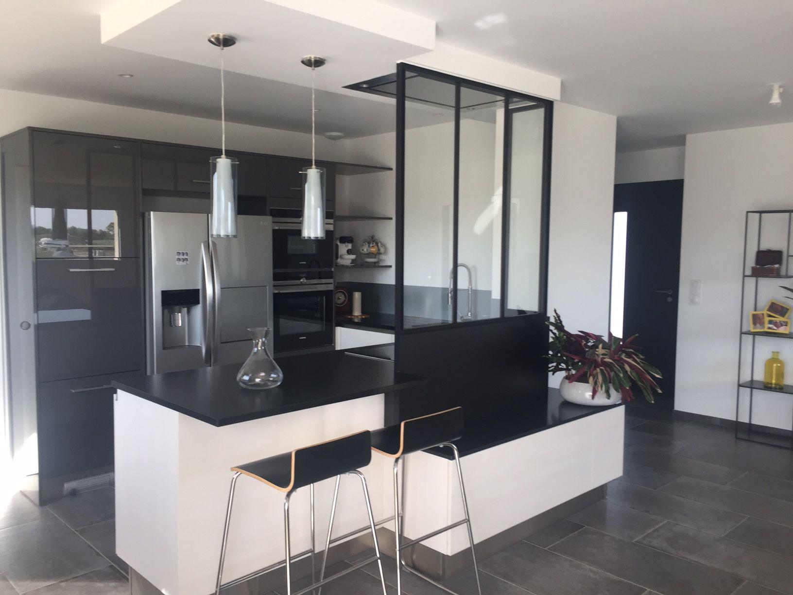 laval cuisine quip e style contemporain et laval. Black Bedroom Furniture Sets. Home Design Ideas