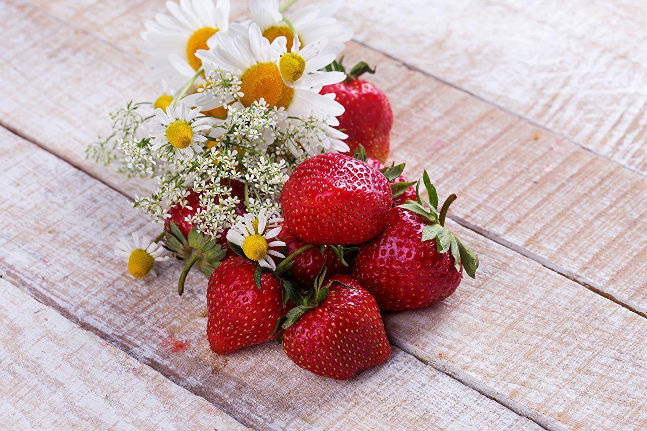 Открытка ягоды и цветы