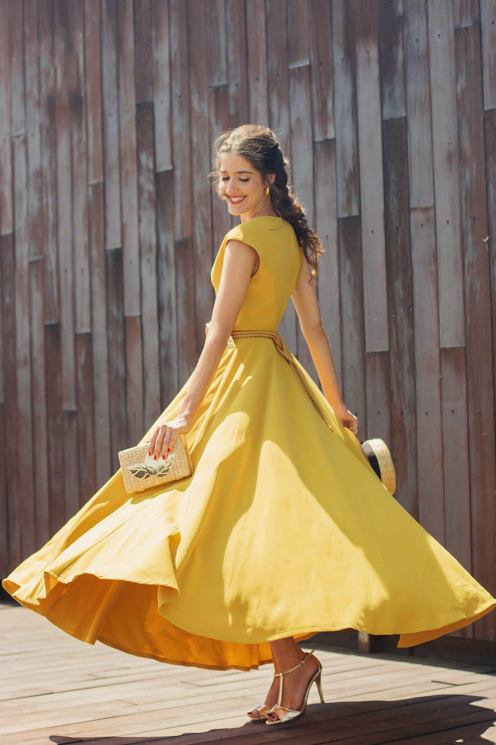 7f4336137 Look invitada boda vestido midi mostaza falda vuelo