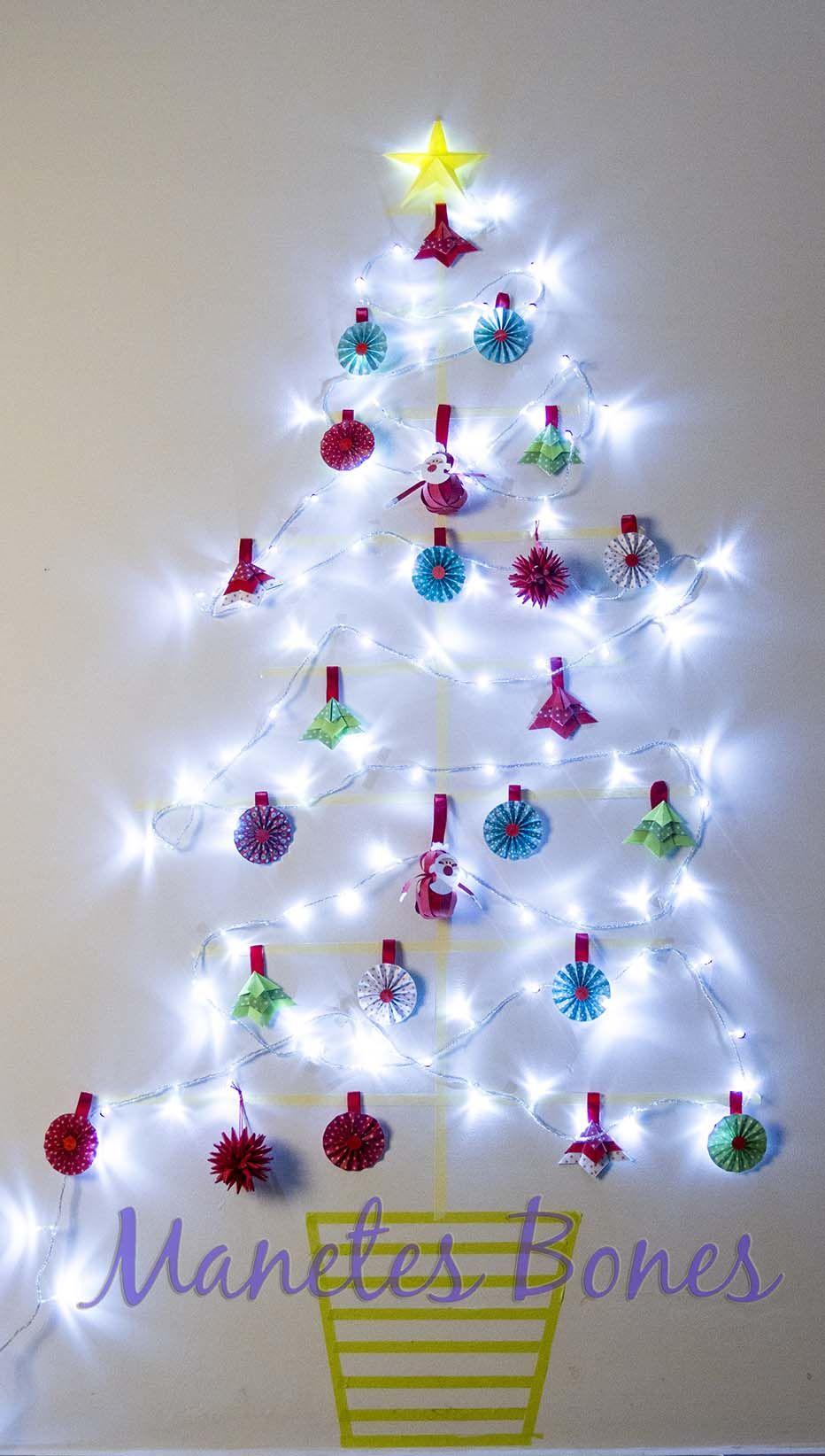 árbol De Navidad De Pared Con Washi Tape Christmas Bulbs Christmas Ornaments Christmas