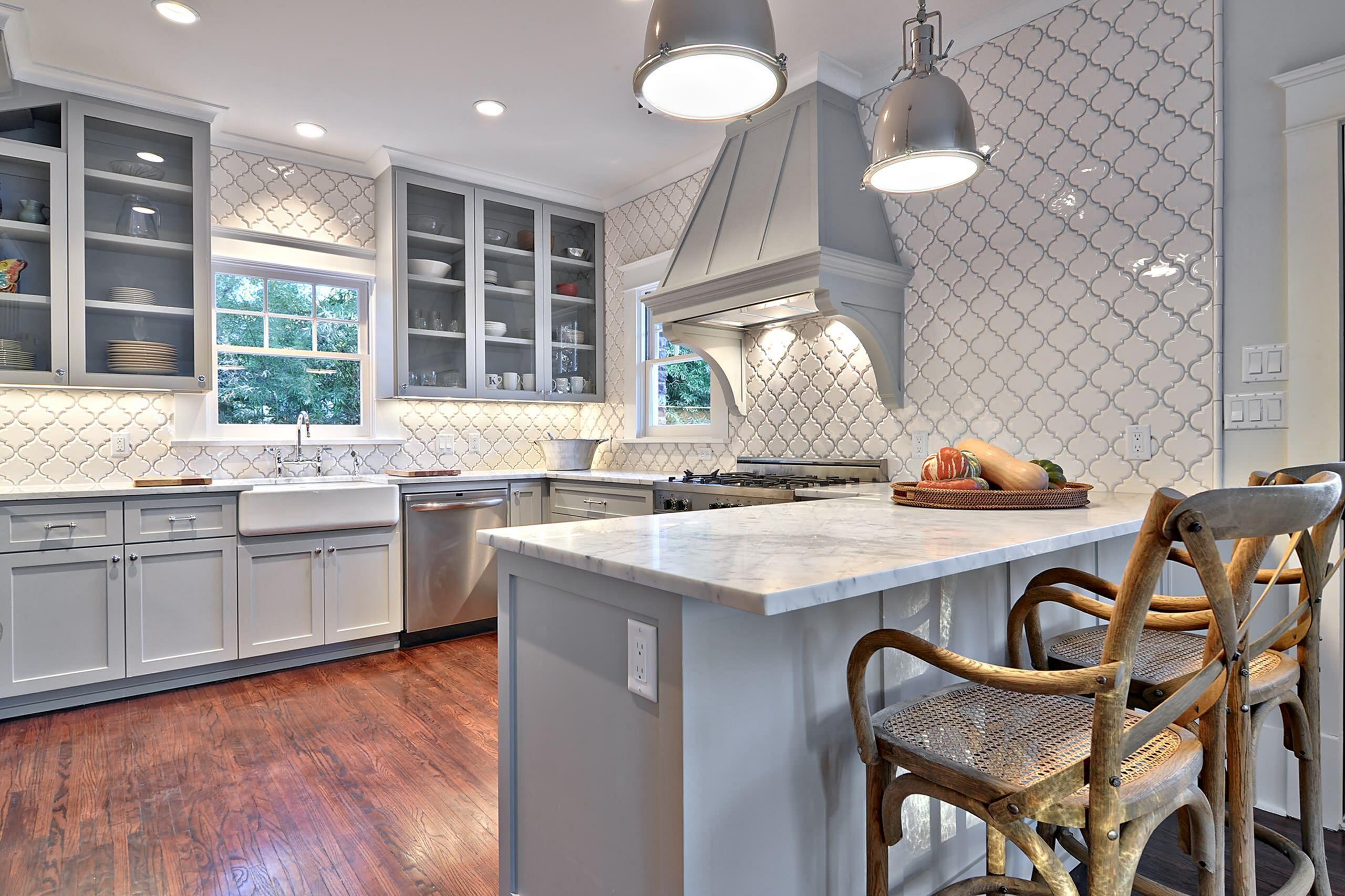 8 Fabulous Backsplash Design Ideas To Beautify Your Kitchen Grey Kitchen Cabinets Light Grey Kitchens Grey Kitchen