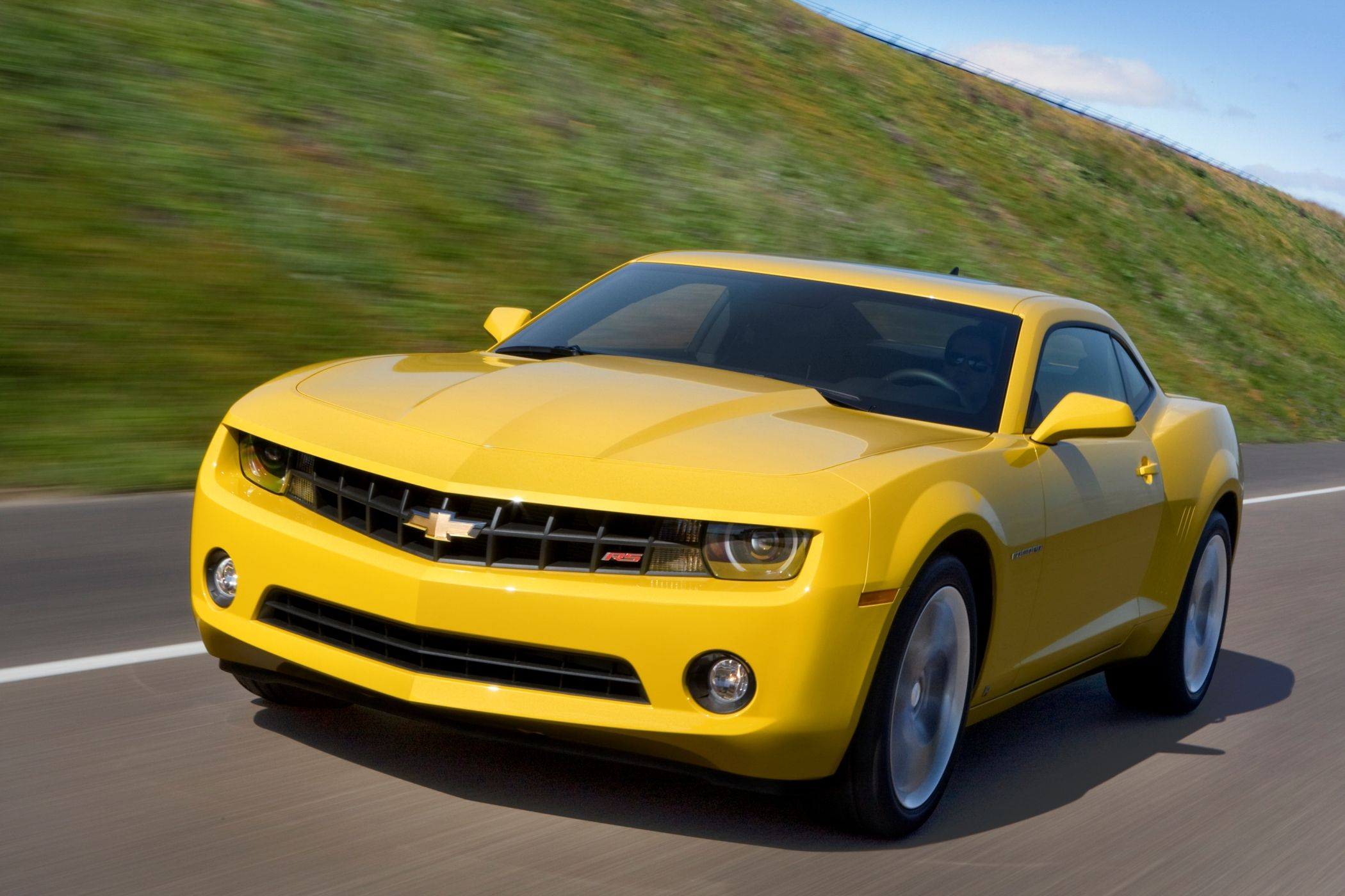 The Chevrolet Camaro Is An Automobile Manufactured By General Motors Gm Under Camaro Carros Cores
