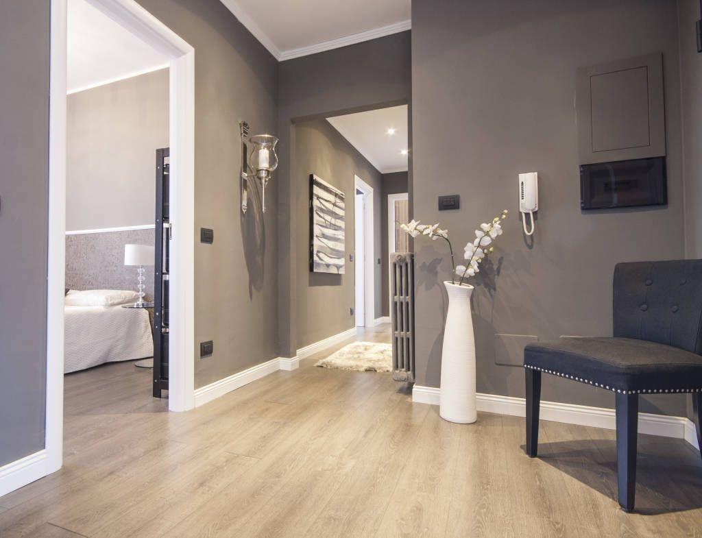 Ristrutturazione appartamento milano ingresso corridoio for Decorazioni per pareti soggiorno