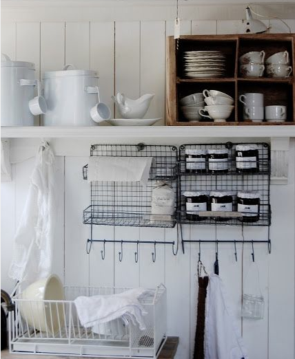 the grid hangers! http://littleemmaenglishhome.blogspot.it