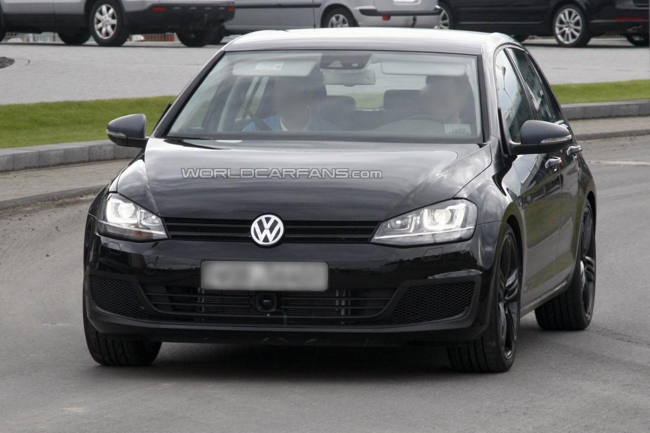 Совершенно не прикрытый Volkswagen Golf VII R Volkswagen