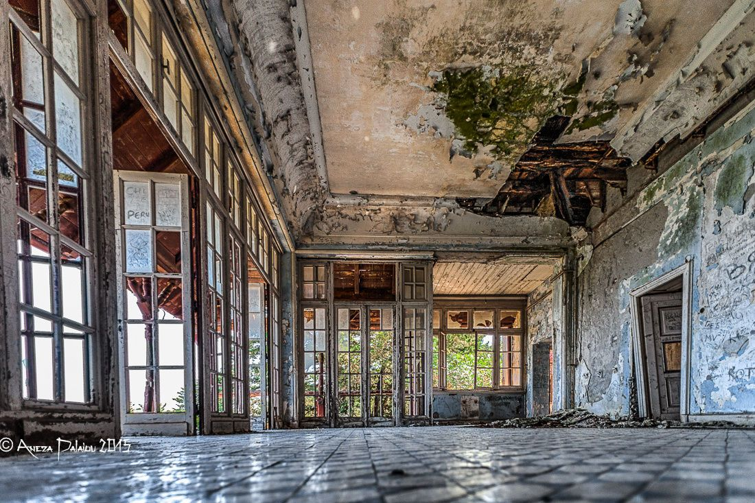 Pin By Sarka On Abandoned Places In 2020 Abandoned Places Villa Places To Go
