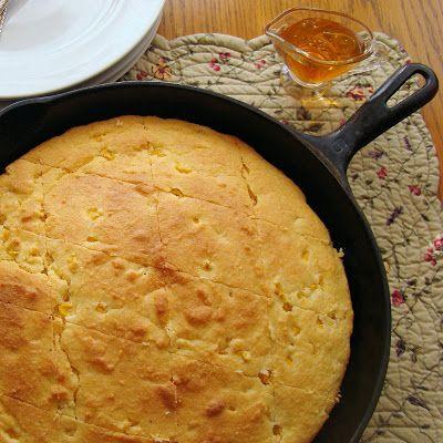 Simplemente pan de maíz. Una deliciosa receta que no puede faltar en tu cena de Acción de Gracias.