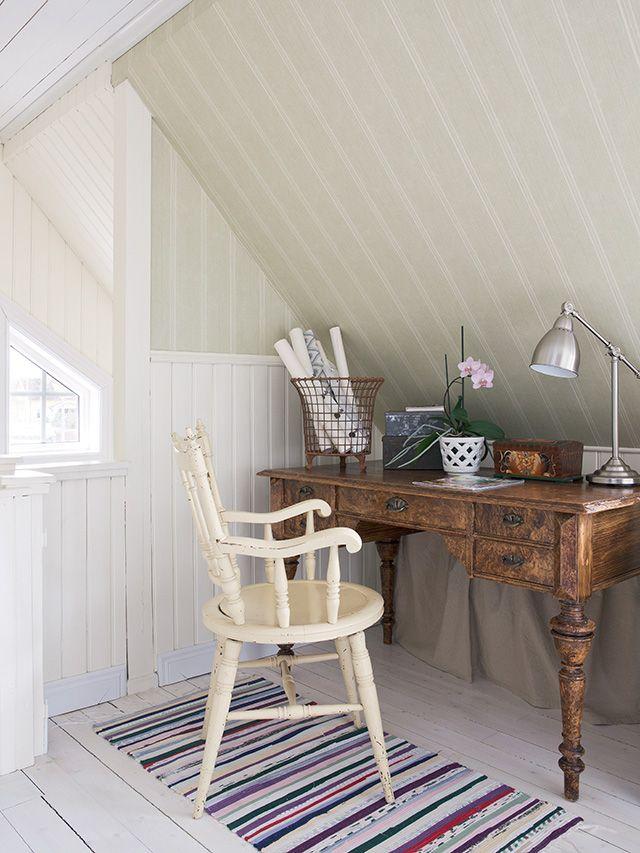 Made In Persbo: Reportage hos Lantligt på Svanängen Antique writing table desk and chair