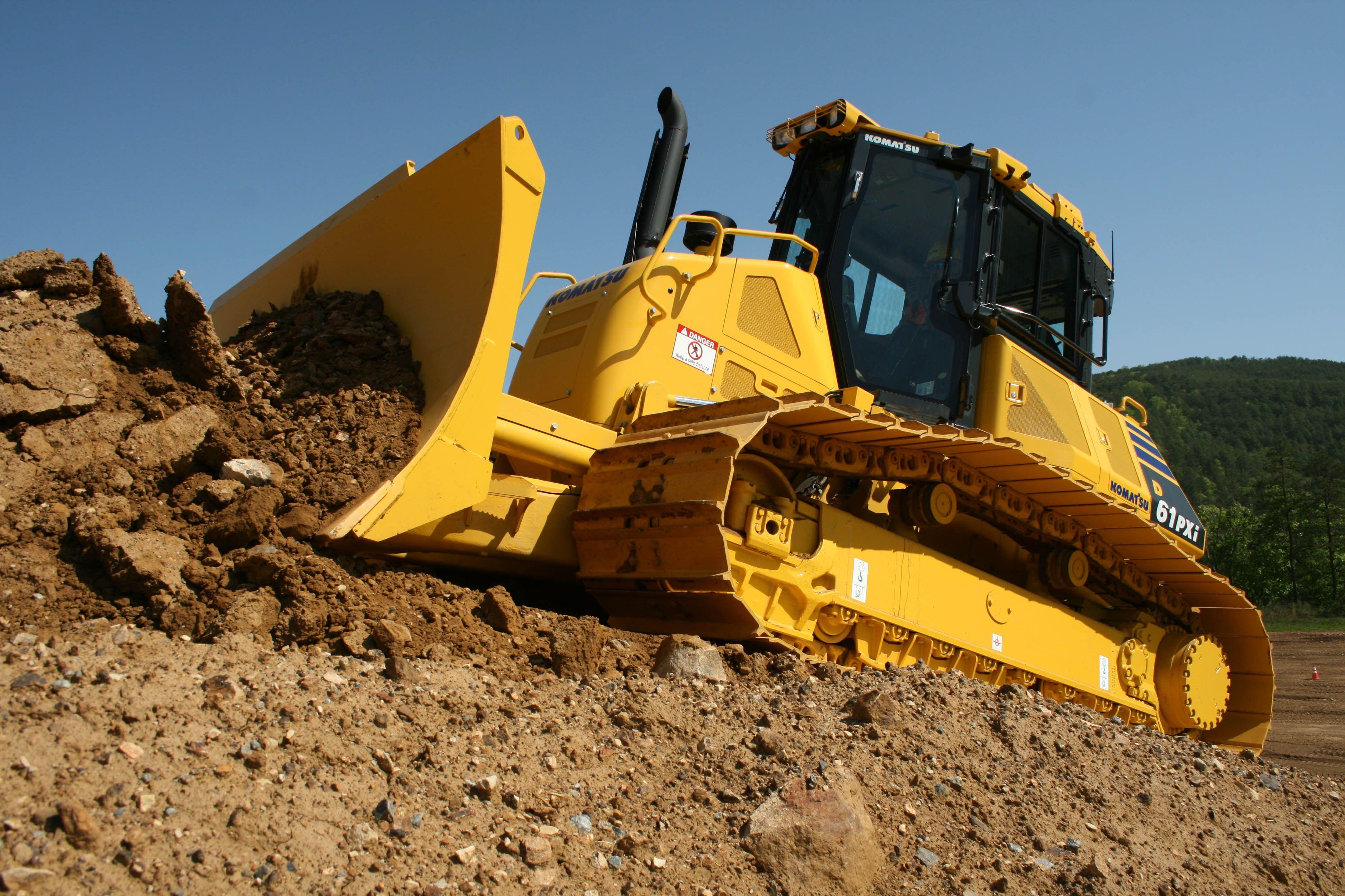 Komatsu D61PXi-23 bulldozer   shiny tractors   Caterpillar ... on