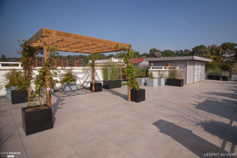 Terrasse Avec Pergola De 190m2 Sur Le Toit Terrasse D Un Immeuble