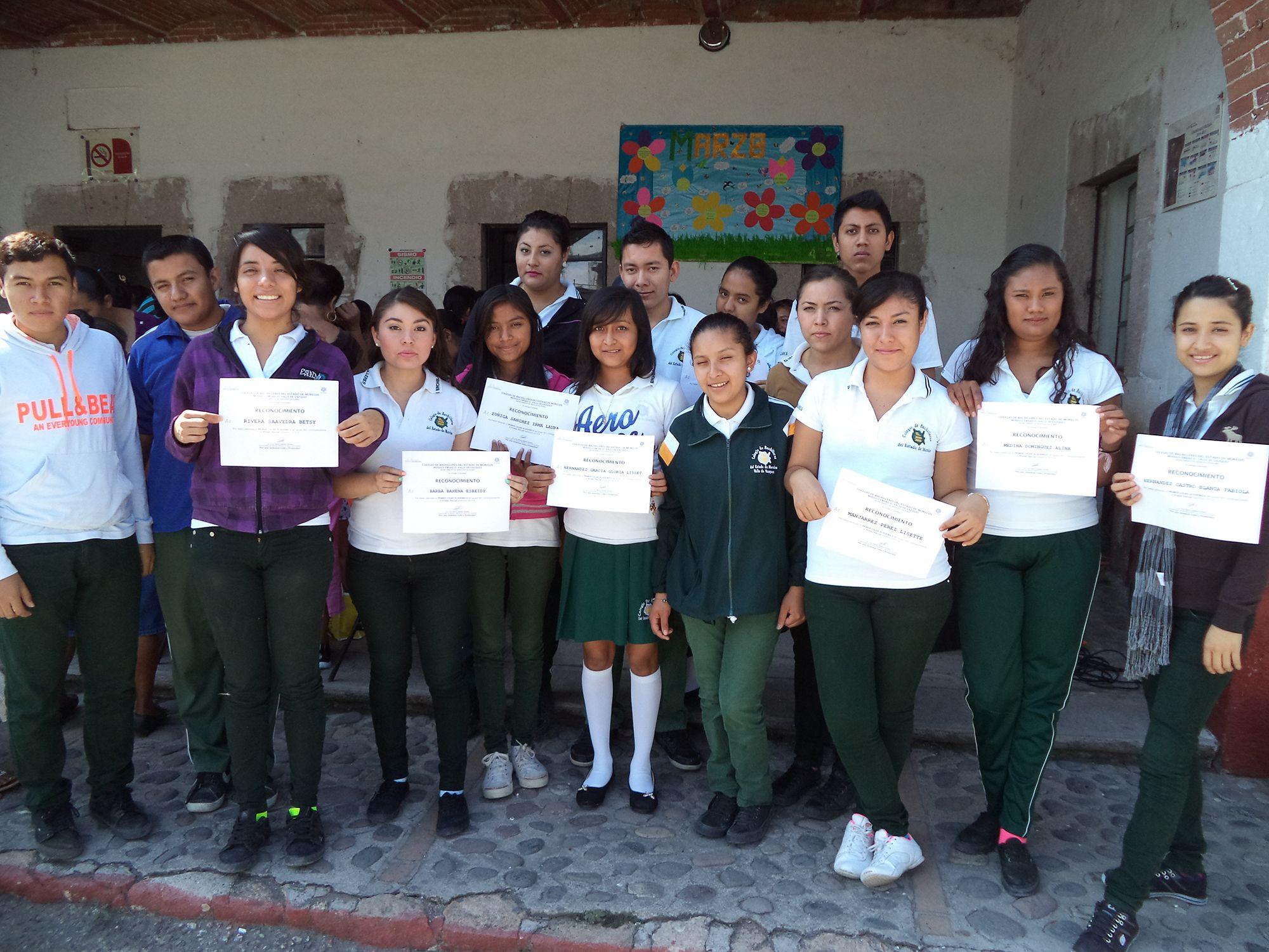 #EMSAD01ValladeVázquez entregó boletas del primer parcial del semestre 2015-A. #juventudcultayproductiva #SerBachillerEsUnOrgullo
