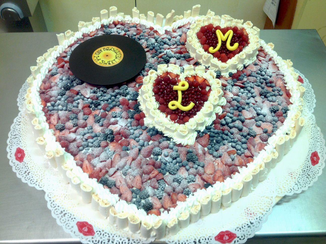 Torta Di Compleanno Azzurra Con Orsetto E Decorazione Di Smarties