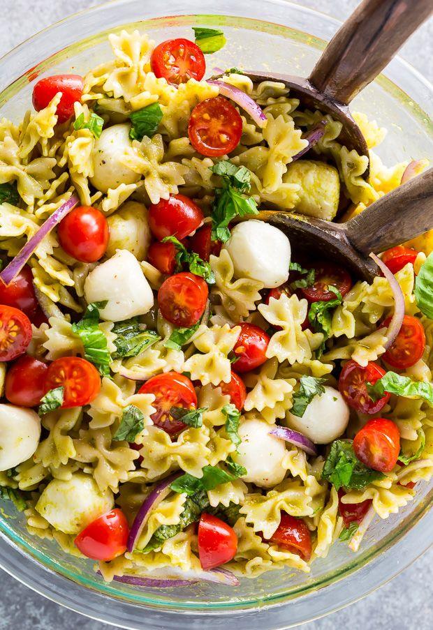 20-Minute Tomato, Basil, and Mozzarella Pasta Sala