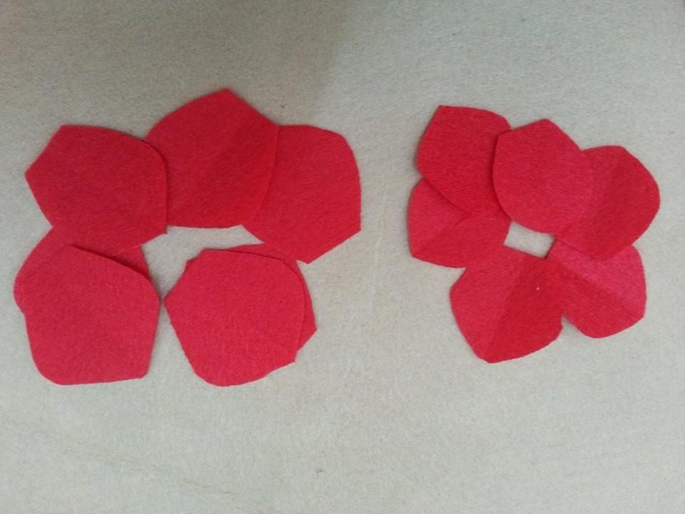 Making flower is fun.  Here is a simple tutorial on how to make an easy felt flower.     Materials   	felt 	bead 	scissors 	thread and needle