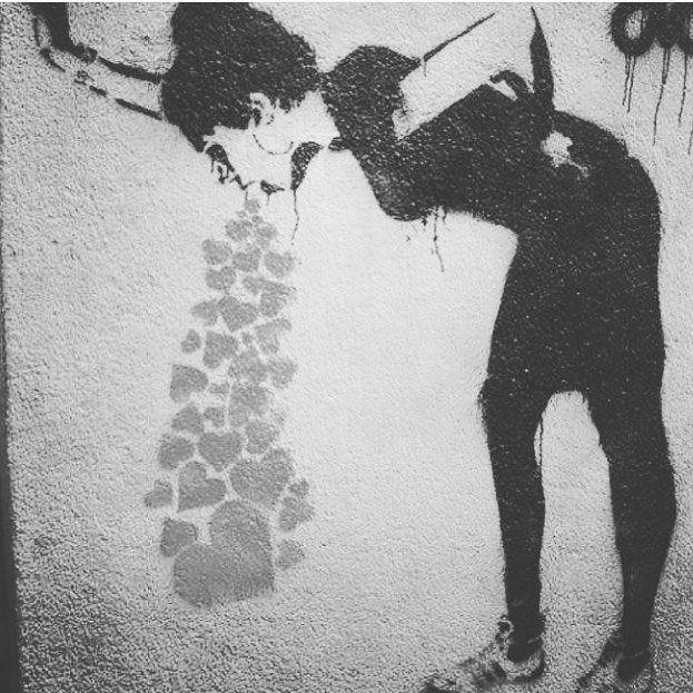 Eso pasa. Amor, vomitar, mal estar... Como el alcool lo buscas , lo quieres y prometes que nunca lo repetiras pero ahí estas, repitiendo.