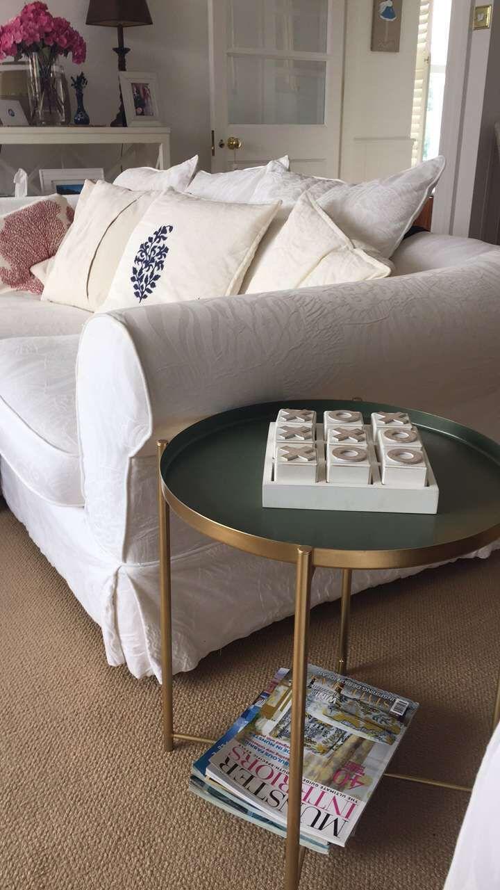 Gladom Ikea Hack Spray Mit Hellem Gold Lackiert Wobei Das Mittlere Tablett Das Gladom Hellem Lack Ikea Side Table Ikea Hack Bedroom Ikea Living Room [ 1280 x 720 Pixel ]