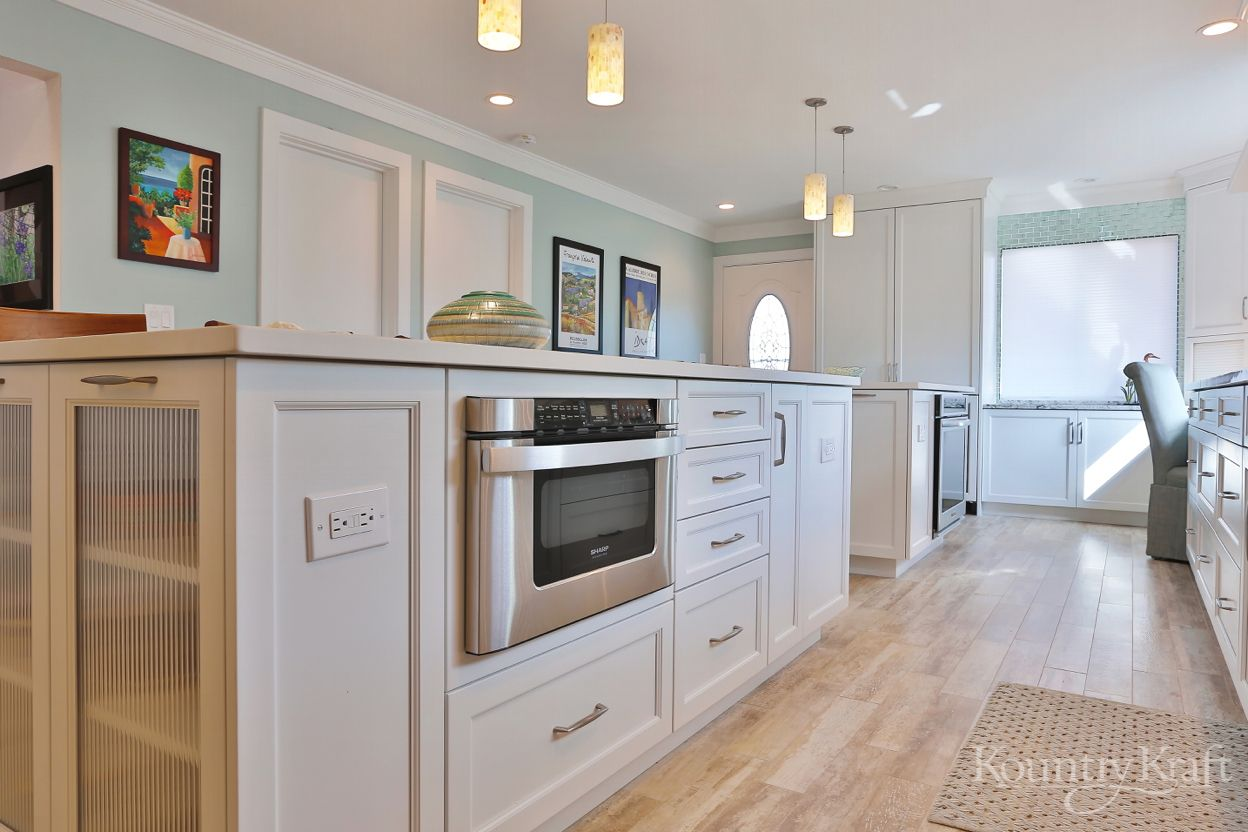 Transitional White Cabinets In Venice Fl Custom Kitchen Cabinets Custom Kitchen Cabinets Design Custom Kitchen Island