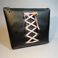 4e533940e6 Trousse pochette simili cuir noir laçage corset ruban rose pâle | Ma ...