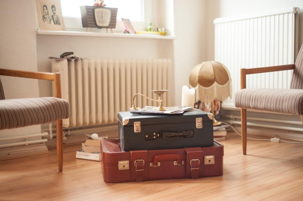 Alte Koffer Als Wohnzimmertisch Schaffen Extra Stauraum