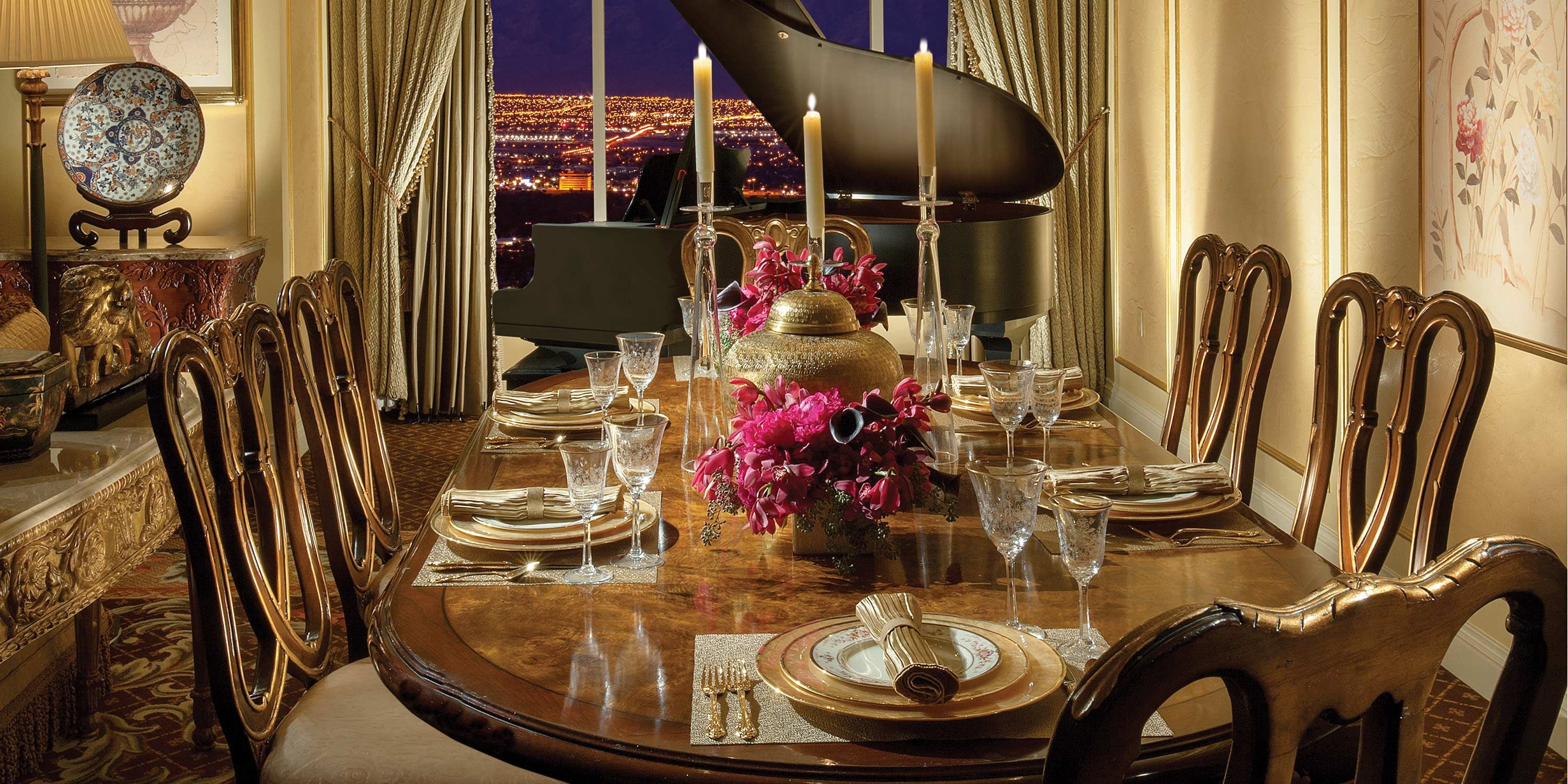 Sitting Atop The Venetian On Three Highest Floors Penthouse Suite Offers Definition Of Luxury With Sq Ft Gorgeous Elegant Space