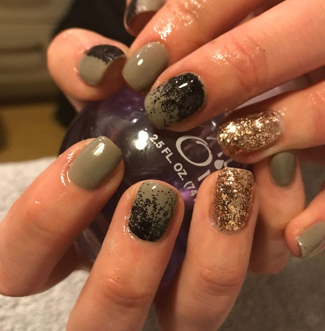 In Love With These Khaki Gel Polish With Black And Gold Glitter Gelnails Gelmanicure Gelpolish Khakinails Goldnails Bla Gold Nails Nails Gel Nails