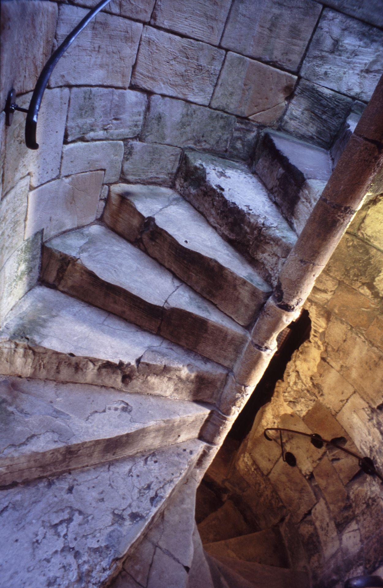 Gissler interiordesign arq12 escaleras pinterest for Escaleras juego de tronos