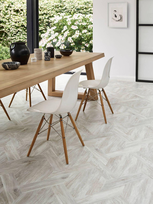 Amtico Signature Wood Luxury Vinyl Tile Flooring In 2020 Luxury Vinyl Tile Flooring Amtico Flooring Amtico Flooring Kitchen