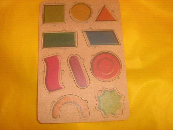 Quebra-cabeça de formas geométricas com uma forma exclusiva de retirada de peças R$ 0,00