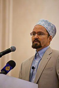 Sh  Hamza Yusuf Hanson is an American Islamic scholar[3][4