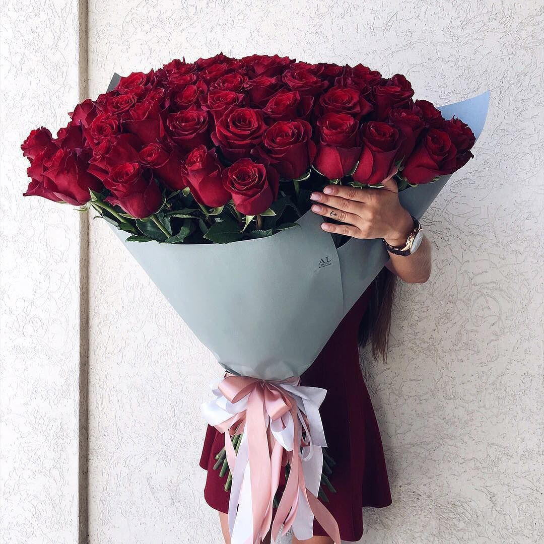 That Is The Biggest Bouquet Of Roses I Ve Ever Seen But Gorgeous Beautiful Rose Flowers Luxury Flowers Flowers Bouquet Gift