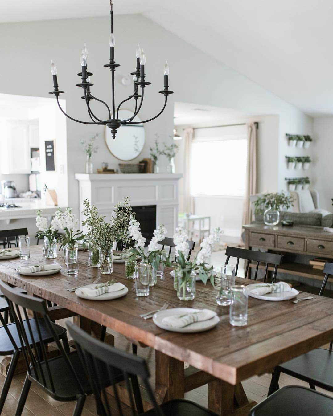 Dining Room Tablescapes: Modern Farmhouse Dining Room Tablescape
